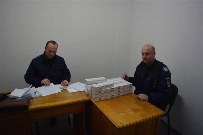 Depistat de jandarmi cu 200 de pachete de tigari de contrabanda