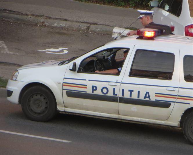 """Doi """"pirați"""" depistați de polițiști efectuând transport ilegal de persoane"""