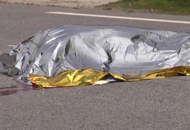 Doi morți și trei răniți în urma unui accident produs între un Renault și un TIR