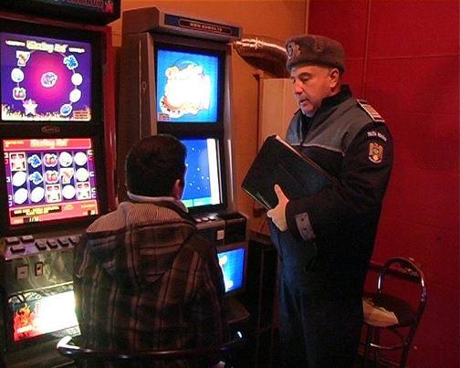 Dosar penal pentru distrugerea unui aparat de jocuri de noroc