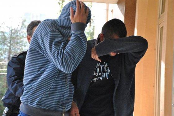 Doua grupuri de minori, hoti din autoturisme, identificati de politisti