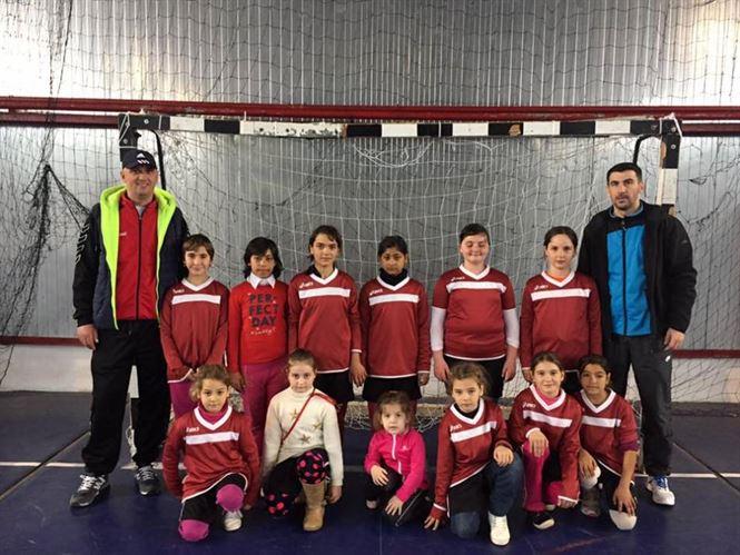 Fetele de la scoala din Ramnicelu castigatoare a ONSS la fotbal ciclu primar