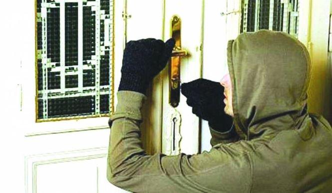 Doi brăileni care au comis 10 furturi din locuințe cercetați penal