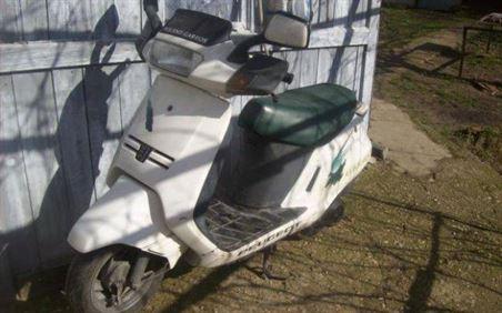 I-au furat motoscuterul din curte