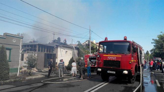 Incendiu la 6 locuinte pe strada Theodor Aman