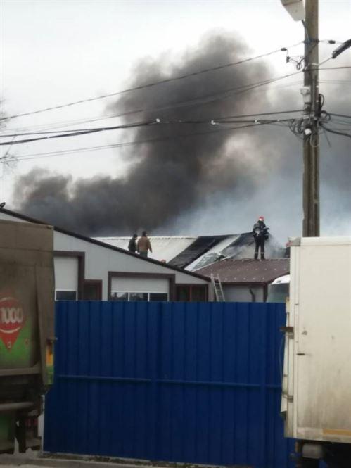 Update: Incendiu la o hală cu anvelope și vopseluri