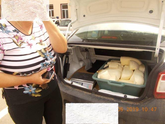 Amendată de Poliția Locală pentru că-și vindea brânza direct din portbagajul mașinii