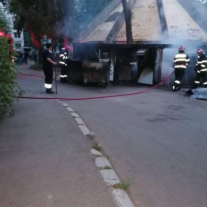 Incendiu la modulele de colectare selectivă a gunoiului
