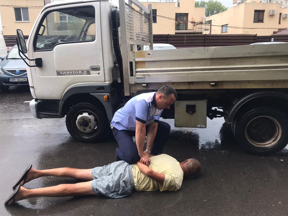 A încercat să fugă după ce a fost oprit de polițiști