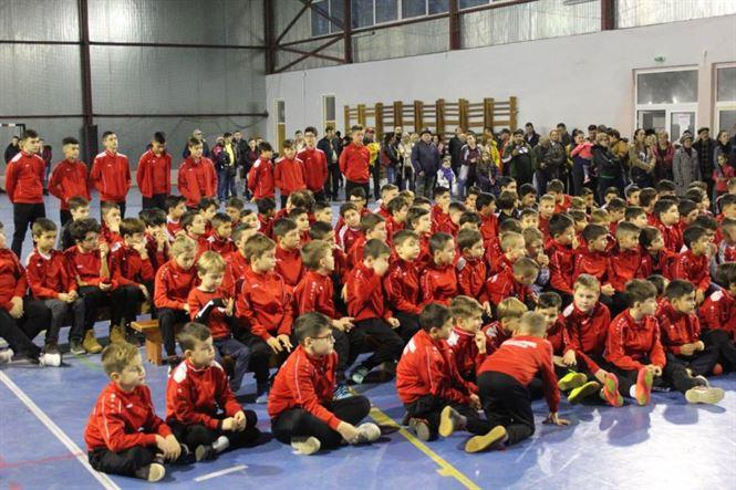 Moș Crăciun a sosit aseară la fotbaliștii de la Luceafărul Brăila