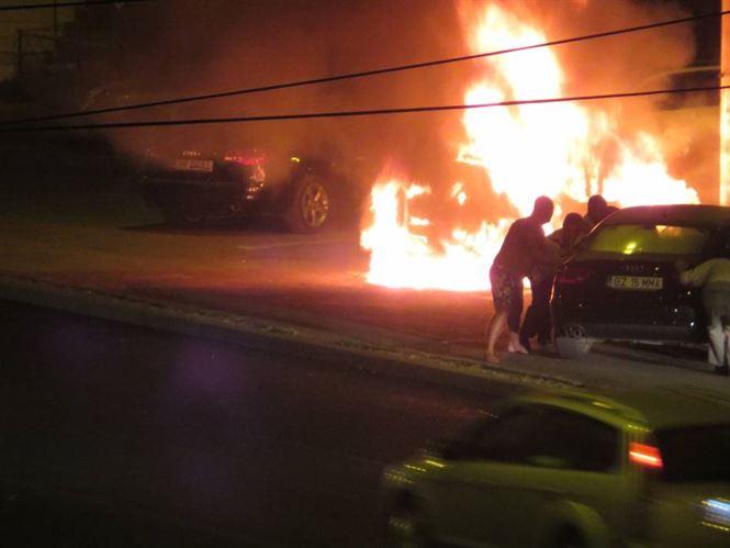 Galerie foto+video: Masina incendiata in cartierul Viziru