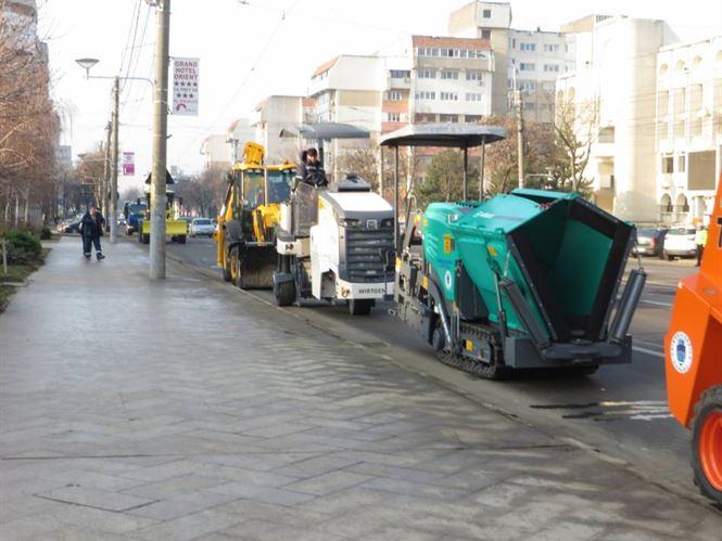 Cu utilaje noi, Divizia de reparații străzi a Primăriei a intrat la lucru
