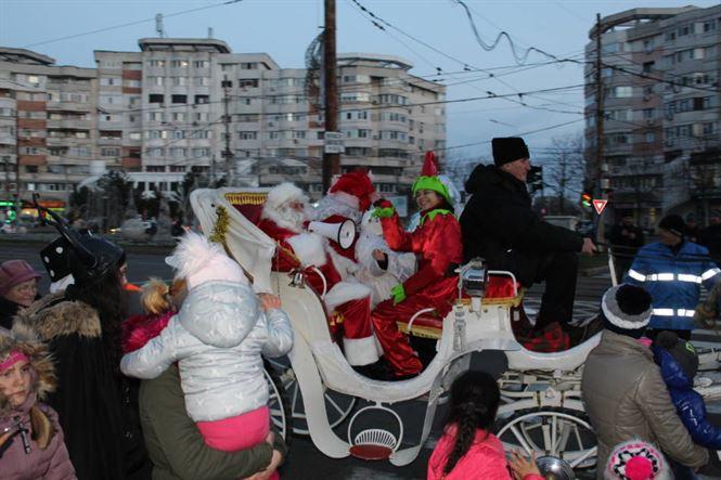 Moș Crăciun deschide astăzi Orășelul Copiilor