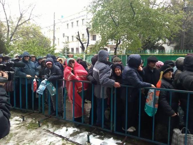Galerie foto: Pelerinii au infruntat frigul la Izvorul Tamaduirii