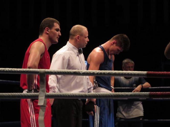 Robert Jitaru si Andrei Aradoaie vor boxa marti pentru medaliile de aur