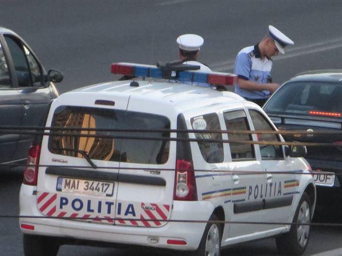 Peste 180 de vehicule oprite in trafic si 245 de persoane legitimate de politisti in weekend