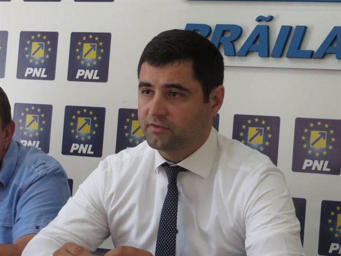 "Danaila: Dragomir si Chiriac au venit cu ""parintii"" la conferinta de presa a PSD"