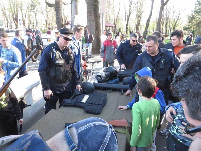 Galerie foto: Jandarmii si-au expus tehnica din dotare in Parcul Monument