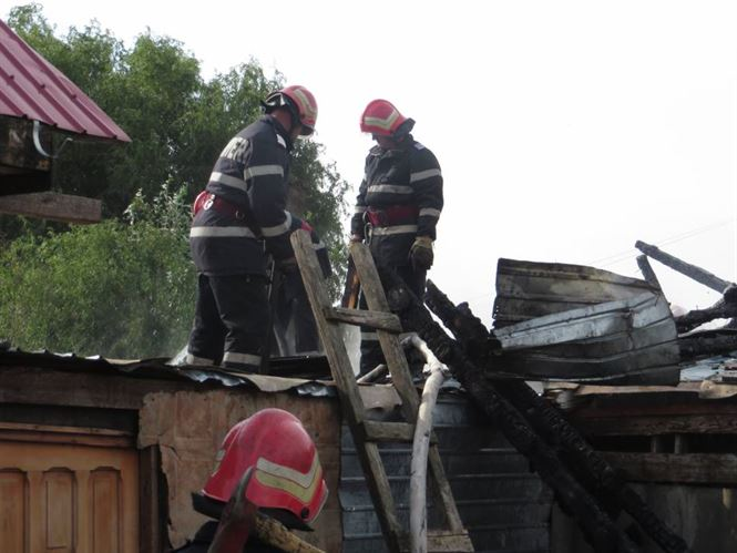 Incendiu in casa unor batrani din Zavoaia