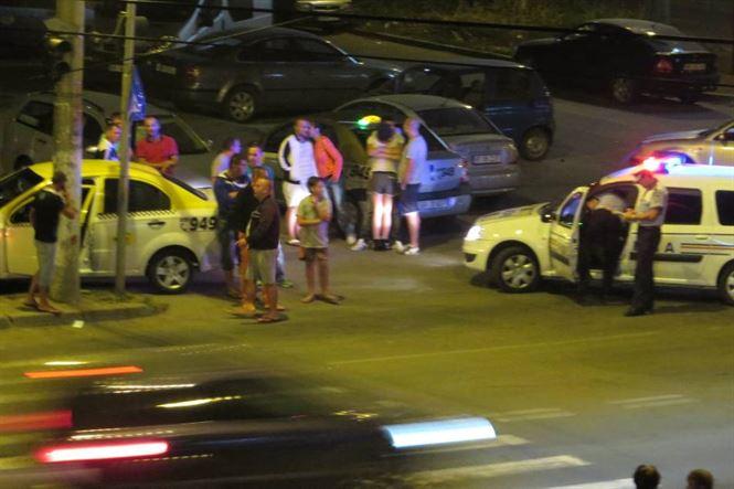 Tanara accidentată de un taximetrist dupa coborarea dintr-un maxi-taxi