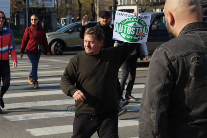 """Sute de brăileni au participat astăzi la campania """"România vrea autostrăzi"""""""