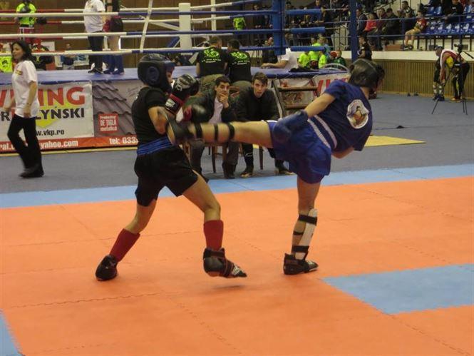 Aproape 280 de sportivi s-au luptat pentru medalii la Campionatul Naţional de Kick Boxing şi K1