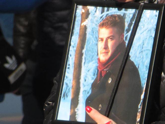 Peste o mie de oameni i-au adus un ultim omagiul lui Andrei Buca