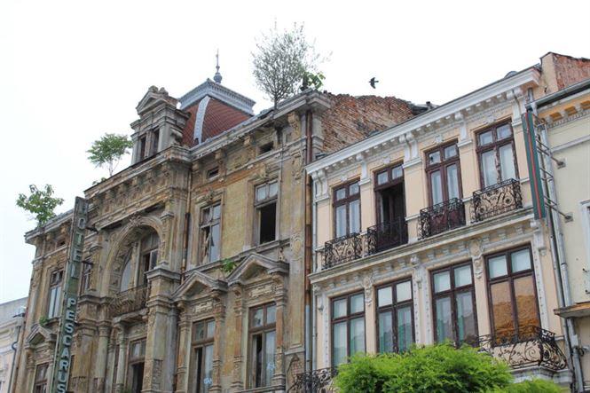 Clădiri din centru istoric în paragină