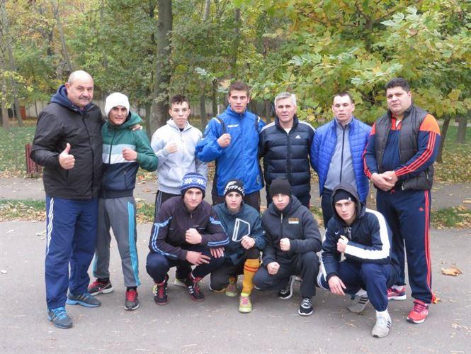 Sportivii lotului de tineret trimisi sa se antreneze in Gradina Publica de directorul CSM Braila