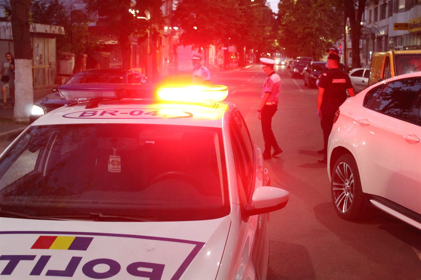 Polițiștii au verificat 35 de societăți comerciale, au legitimat 179 de persoane și au controlat 263 de vehicule