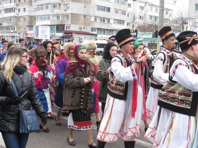 Galerie foto+video: Parada costumelor populare