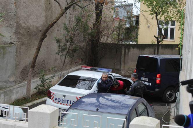Violatorii aduși în cătușe la Parchetul de pe lângă Judecătoria Brăila