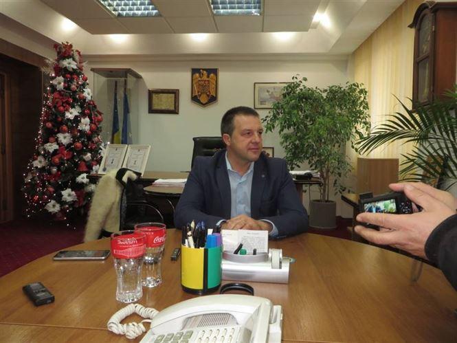 Primarul Dragomir spune ca propunerea lui Botea, de a plati taxa de gunoi doar adultii, poate genera nemultumiri