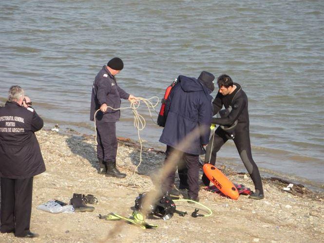 Galerie foto+video: Scafandrii cauta o masina scufundata in Dunare