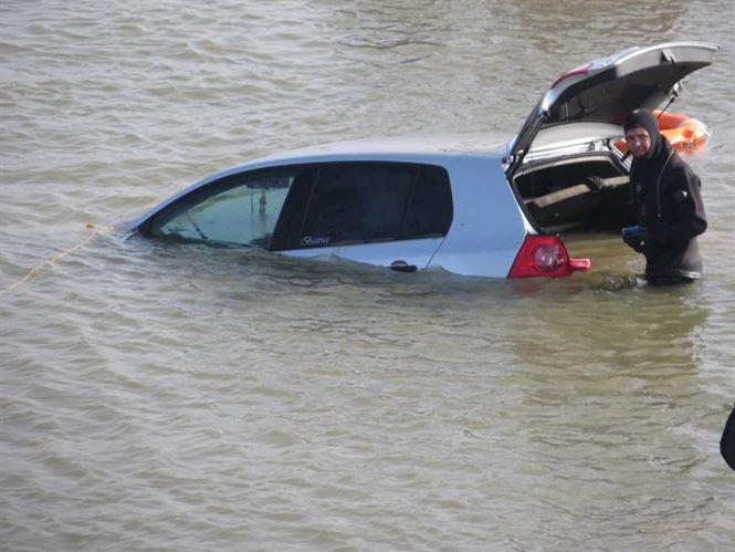 Proprietarul masinii scufundate in Dunare a fost identificat