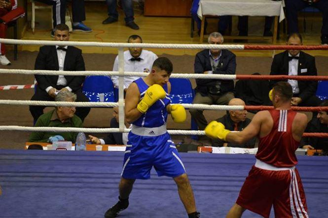 In aceasta seara au loc semifinalele nationalelor de box pentru seniori