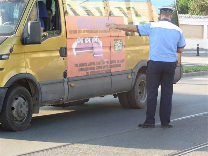 Inca un operator de maxi taxi vrea sa se retraga de pe traseu