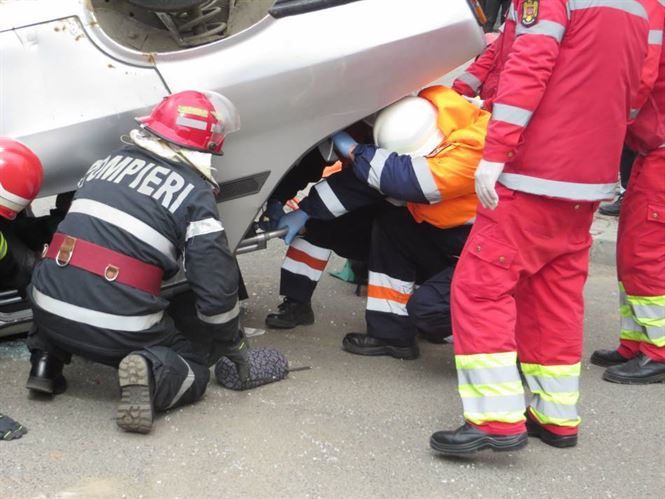 Accident frontal pe DJ 212. Unul dintre șoferi era sub influența alcoolului