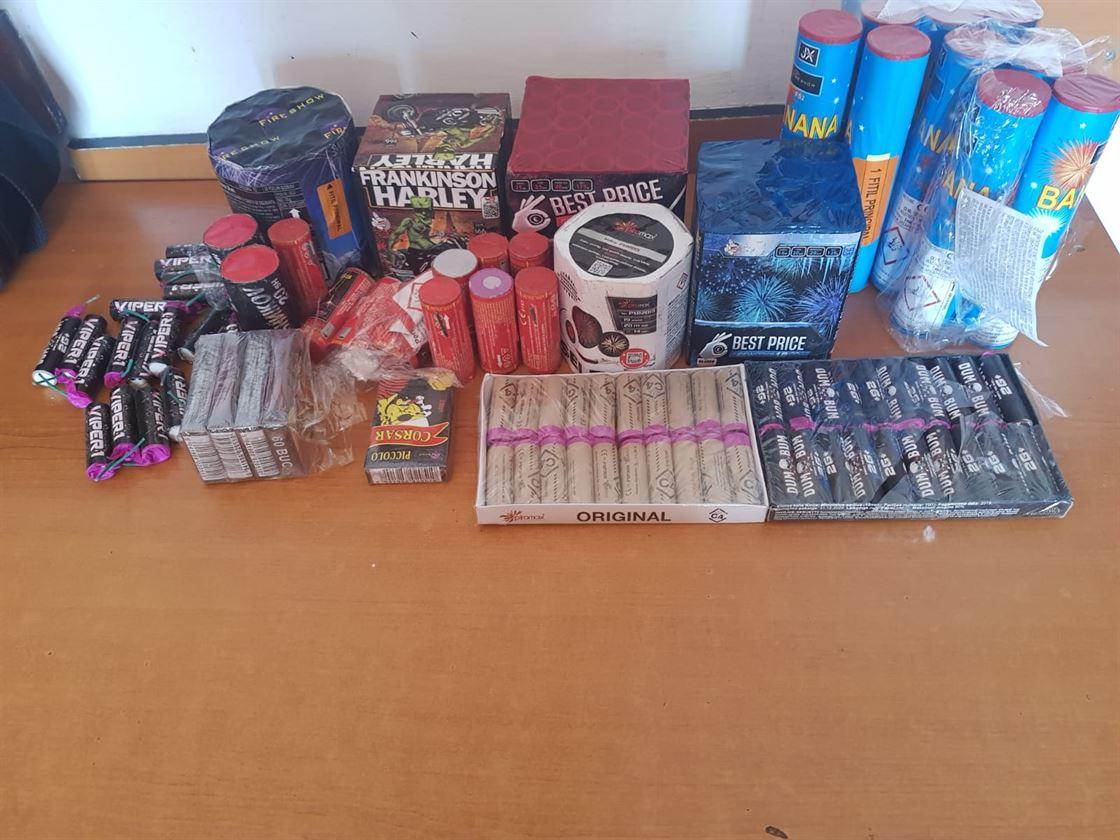 Jandarmii au confiscat peste 3200 articole pirotehnice deținute de doi brăileni