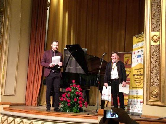 """Braileanul Luca-Alexandru Marin, premiul I la Concursul National de Pian """"Musica Mundi"""""""