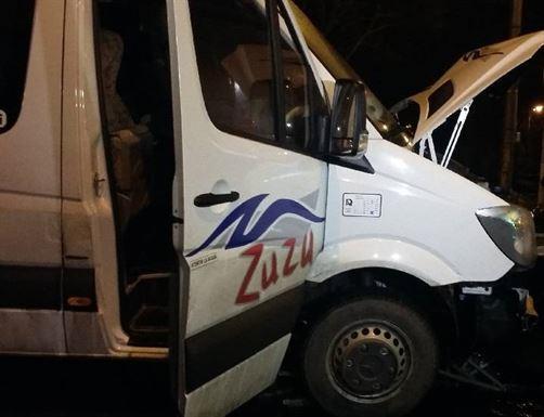 Microbuz al firmei de transport persoane Zuzu implicat intr-un accident pe DN 2 B