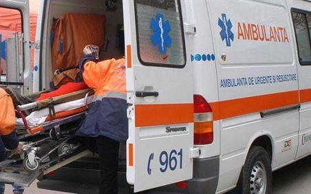 O masina s-a răsturnat, vineri dimineață, pe marginea drumului national 2B, la ieșirea din localitatea Lacu-Sarat spre Silistraru.