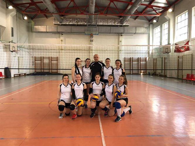 """Fetele de la """"Murgoci"""" au pierdut în setul decisiv al meciului cu Tulcea calificarea la faza națională a ONSS la volei"""