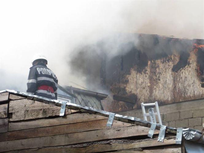 Patru case afectate de un incendiu in cartierul Radu Negru