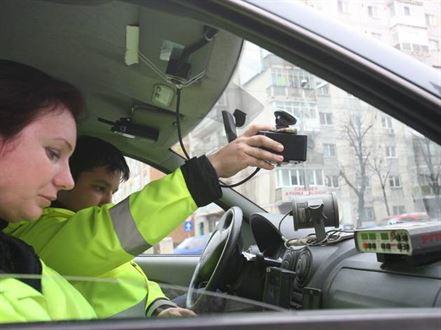 Peste 400 de contraventii rutiere constatate de politisti in week-end