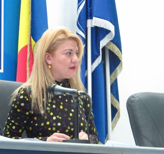 Prefectul Madalina Cochino a gasit in ghetute demiterea din functie