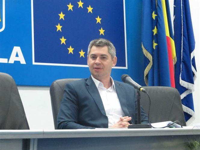 Simionescu suspendat din functie de prefectul Lucian Olteanu