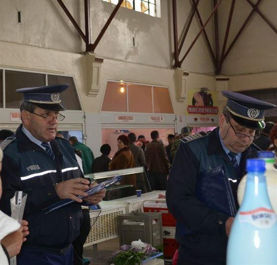 Produse alimentare expirate confiscate de politisti
