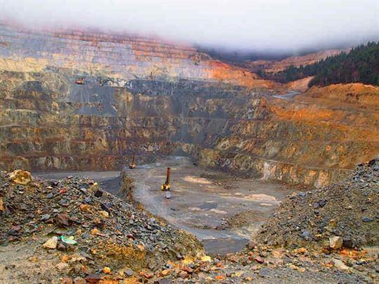 Deputatii au respins legea privind exploatarea minereurilor de la Rosia Montana