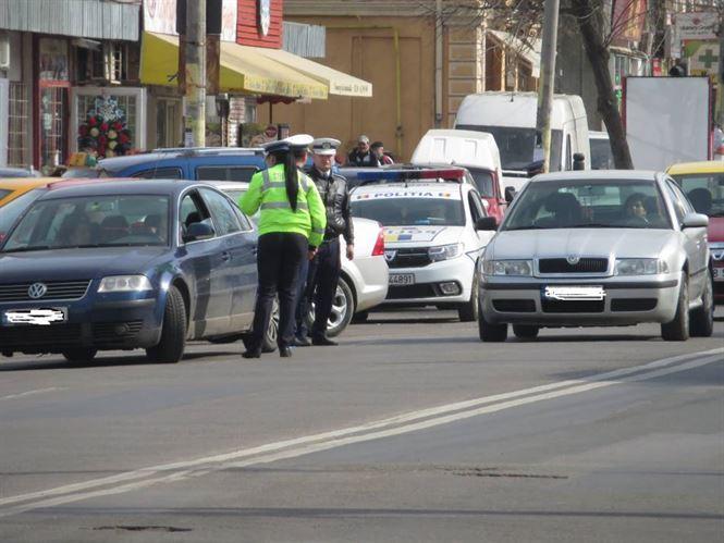 Peste 400 de sancțiuni contravenționale aplicate în weekend de polițiștii brăileni